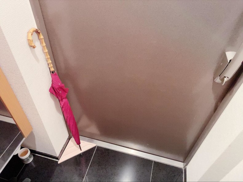 一人暮らしの玄関には「珪藻土のシンプル傘立て」がおすすめ!ミニマリスト的生活。
