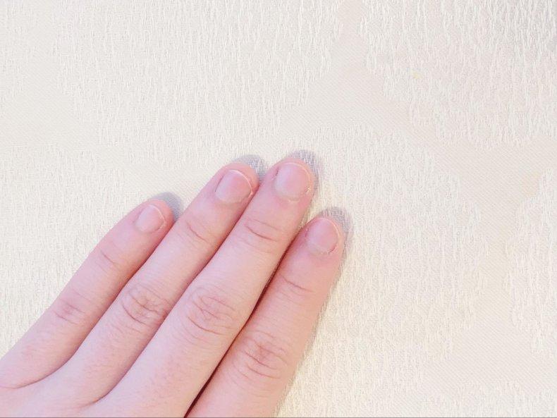 手もとをキレイにする!ネイルケアはナチュラルに自爪みがき